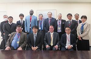 17年3月、IOFIサイエンスボードメンバーらが厚労省を訪問。積極的な意見交換がなされた