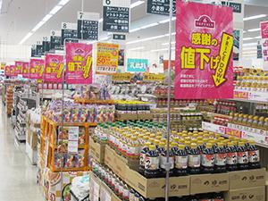 浜松市野店では売場の至る所にPOPを掲示し、値上げをアピール