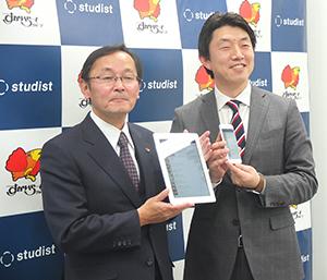 金谷実すかいらーく常務(左)と庄司啓太郎スタディスト取締役