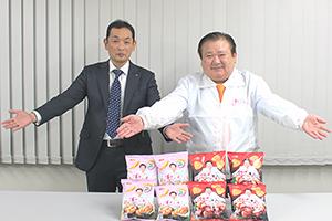 岩崎直哉ジャパンフリトレー社長(左)と木村清喜代村社長