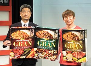 金子忠晴執行役員製品部長(左)と濱口優