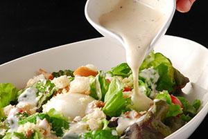 サラダの食卓登場回数は長く上昇基調にある。新たなスタイルの提案や食シーンの開拓も進む