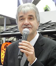 ラショナル・ジャパンの会見で新ソリューションについて語るトーマス・シュトッツ独ラショナル副社長