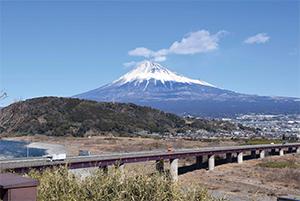 静岡県民は日本一の頂きの高さだけではなく、その裾野の広さとバランスの良い山容の美しさを誇りにしている