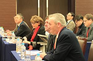 納豆サミットには日米50人が参加した