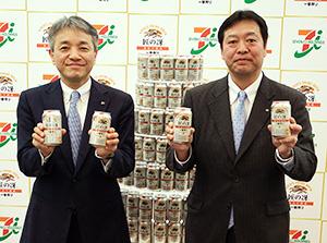 キリンビールの石田明文本部長(右)とセブン―イレブン・ジャパンの石橋誠一郎本部長