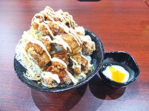 てりたま鬼盛りすたみな唐揚げ丼(830円・税込み)