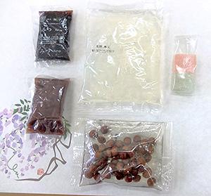 あんみつの具材が一人前ずつ小袋に入っていて、誰でも簡単に「あんみつ」ができる。