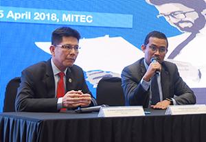 「マイピッチ」について会見するモハマド・シャーリーン・ザイヌーリン・マドロスMATRADE・CEO(左)とモハマド・シュハイザム・モハマド・ザイン・バイオエコノミー・コーポレーションCEO