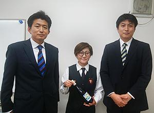 左から金慶哲社長、ソムリエの金子秀美氏、金南哲取締役