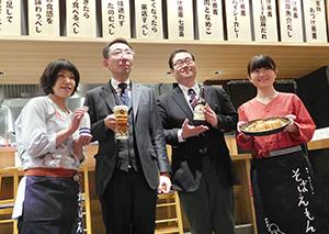 三宅祐一郎社長(左から2人目)