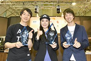 ラテアート入賞バリスタ(左から福島瞬氏、へギュン・リーさん、林伸治氏)