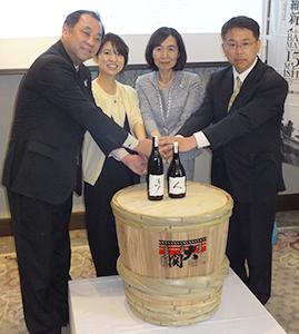 長部訓子大関社長(右から2人目)ら4社の代表者