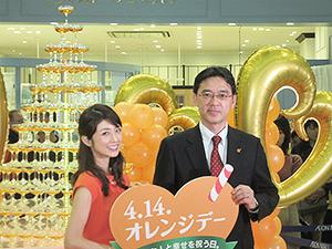 小倉優子(左)と山内浩一郎社長