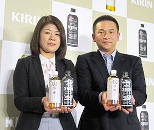 菅谷恵子マーケティング部ブランドマネージャー(左)と高久直也部長