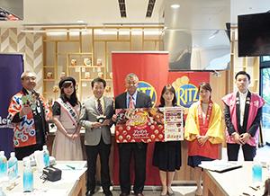 辺丙三社長(中央)、農水省食料産業局・西経子課長(中央右)と都道府県代表