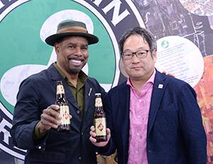 濱本伸一郎統括本部長(右)とギャレット・オリバー氏