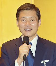高岡慎一郎会長