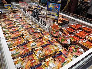 生鮮・惣菜は陳列ボリュームを増やして展開