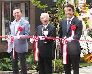 左から黒岩祐治神奈川県知事、冨田改代表取締役、齋藤健農林水産大臣