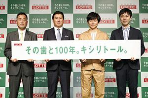左から羽村章教授、牛膓栄一社長、渡部建、石川善樹氏