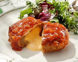 あらびきジューシーチーズインハンバーグ(トマトソース)