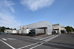 上・左上/ JR 那須塩原駅より車で約5 分の場所にあるローマイヤ栃木工場