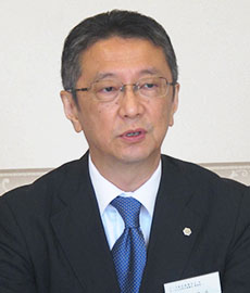 再任された西尾啓治会長兼委員長