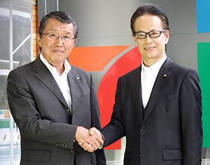 古屋一樹セブンイレブン社長(左)と友山茂樹トヨタ自動車副社長