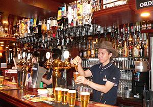 パブをはじめとする業務用では、海外ビールは古くから高い人気を誇る