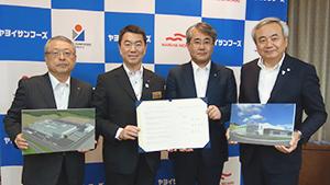 締結式を終えた伊藤滋社長、村井嘉浩県知事、黒本聡社長、菅原茂市長(写真左から)