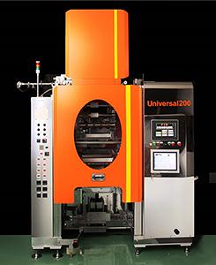 展示会で公開される新型充填機「ユニバーサル200」