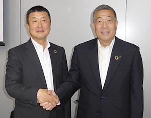 大塚一男次期社長(左)と中井隆夫社長