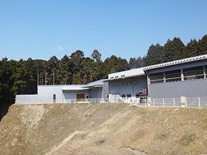 粉体加工の新工場(左端)