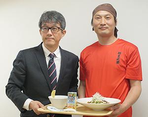 江崎グリコ木村幸生健康事業・新規事業マーケティング部長(左)と麺屋武蔵・矢都木二郎社長