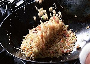 自ら炒めることでしか出せない味わいも強み、調理の機能訴求も求められる
