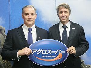 コマーシャル最高経営責任者のギジェルモ・ディアス・デル・リオ氏(右)と国際セールス担当ディレクターのジョン・ルエル氏