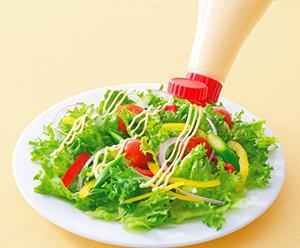 サラダをはじめ、お好み焼きや丼メニューに食欲を喚起する見栄えを高める