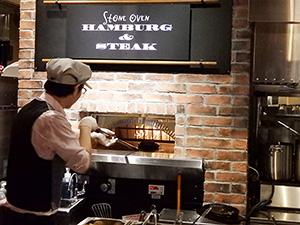 石窯で焼いたハンバーグ&ステーキを提供(キッチン&マーケットルクア大阪店)