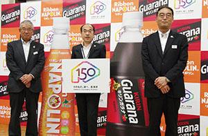 ポッカサッポロ北海道の山本隆二社長(左)と北海道キリンビバレッジの坂謙一郎社長(右)
