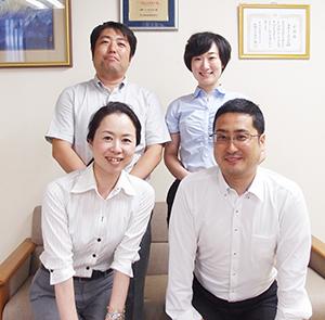 内田真帆子取締役(前列左)と健康事業部メンバー