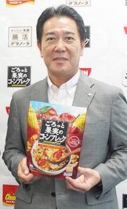 異例の大型商品を手にする豊留昭浩社長