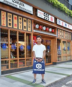 「タイの全てを受け止めたい」と話すオーナーの川西雄一郎さん=タイ・バンコクで小堀晋一が6月30日写す