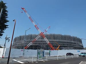 2019年11月末の完成に向け着々と工事が進む新国立競技場