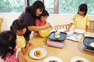 パンケーキ作りに挑戦した子どもたち