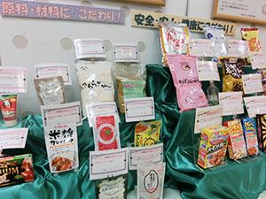アレルゲン不使用や減塩、乳酸菌入りなど多彩なカレー製品を展示
