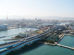 海を渡る福岡都市高速