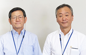 尾家啓二社長(左)と佐々木亮司取締役中日本西部統括