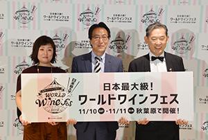 神戸一明社長(中央)とマスターソムリエの高野豊氏(右)