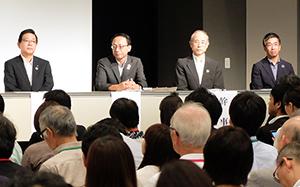 左から北橋健治会長、井上隆氏(=経団連常務理事、三宅占二副会長の代理出席)、村上周三幹事、蟹江憲史幹事